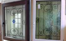Пластиковые окна с решеткой внутри