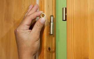 Как смазать дверные петли не снимая дверь?