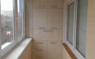 Шкаф под подоконником на балконе
