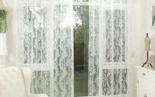 Оформление кухонного окна тюлевыми шторами