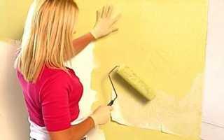 Как приклеить обои на крашеную стену