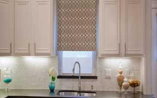 Какие шторы вешать на кухне?