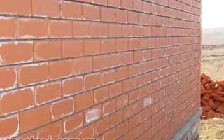 Во сколько кирпичей строить стены дома