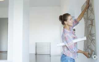 Чем покрасить стены перед поклейкой светлых обоев