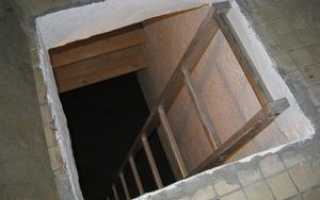 Подвал под балконом на первом этаже