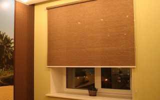 Как крепить рулонные шторы к стене?
