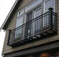 Французский балкончик для цветов за окном