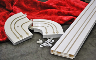 Как установить потолочный карниз для штор